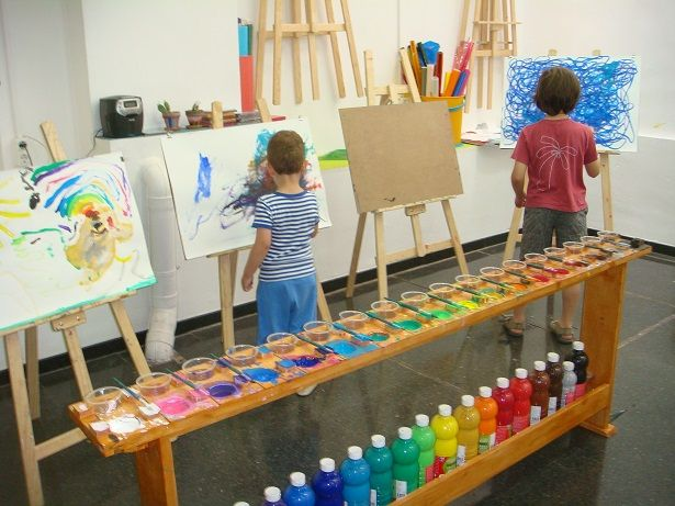 "Oh to have the space for this art area... love how the colours are set out - from La Capsa de Colors ("",)"