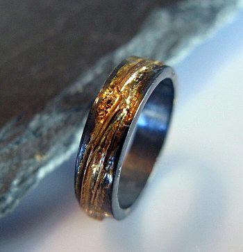Hombre boda banda boda de hombre rústico oxidado anillo oro negro anillo anillo rústico único boda Extra oro 5mm OOAK hombres boda banda de HotRoxCustomJewelry en Etsy https://www.etsy.com/es/listing/477285918/hombre-boda-banda-boda-de-hombre-rustico