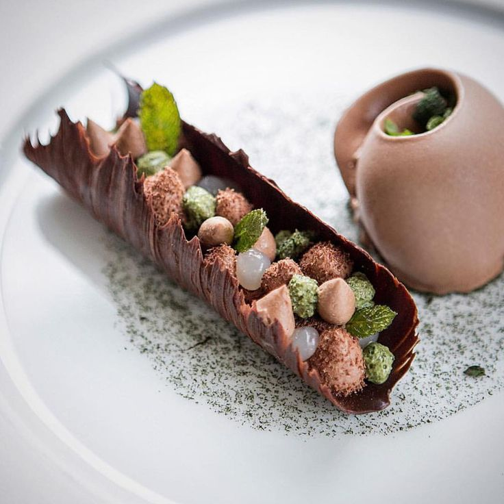 Yule log , chocolate and mint - @thibaulthauchard #alainducasseatthedorchester @alainducasse @thedorchester #rollwithus #chefsroll @pierremonetta