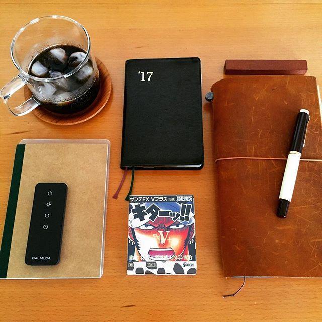 2017.06.27 絶対にないだろうと思って寄ったスーパーに 置いてある奇跡。 ワンピースとコラボした目薬の ルフィじゃなくて、ローの方。 最後の1個だったので、迷わずゲット。 ニヤニヤ・・(←キモッ w) ・ さて、手帳書こう。 ・ #うちカフェノート部#ブラックコーヒー #手帳タイム#手帳時間#ノート#手帳 #トラベラーズノート#travelersnote #能率手帳ゴールド#能率手帳#nolty #おっちゃん手帳#ファンクションノート #万年筆#ペリカン#ペリカンm200 #サンテFX#ロー