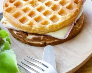 Croque de gaufres légères au jambon maigre et à l'emmental light : http://www.fourchette-et-bikini.fr/recettes/recettes-minceur/croque-de-gaufres-legeres-au-jambon-maigre-et-a-lemmental-light.html