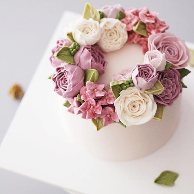 어머님 생신 플라워케이크 - #flowercake #buttercream #wiltoncake #buttercreamcake #wilton #am1122cake #florist #weddingcake #specialcake #birthdaycake #butter #flower #cake #wedding #instacake #peony #버터크림 #플라워케이크 #꽃케이크 #수제케이크 #플라워케익 #결혼기념일 #생신케이크 #주문케이크 #천호동 #부모님결혼기념일 #플라워케이크클래스 #기념일케이크 #생신케익 www.am1122cake.com pandasm1122@naver.com✔️