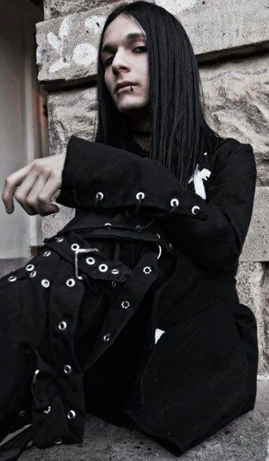Gothic man - ✯ http://www.pinterest.com/PinFantasy/lifestyles-~-gothic-fashion-and-fantasy/