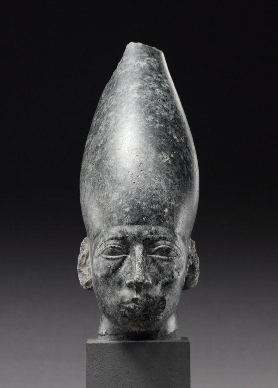 Head of a statue of Amenemhat III. © Foto: Ägyptisches ...