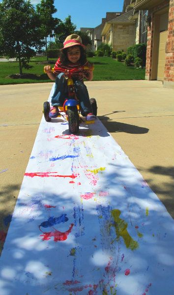 Bike painting... Get your kids up and moving while they craft!  #art #exercise #craft #kids #paint