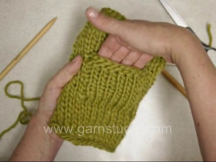 DROPS Knitting Tutorial: How to knit a pocket - knit on outside