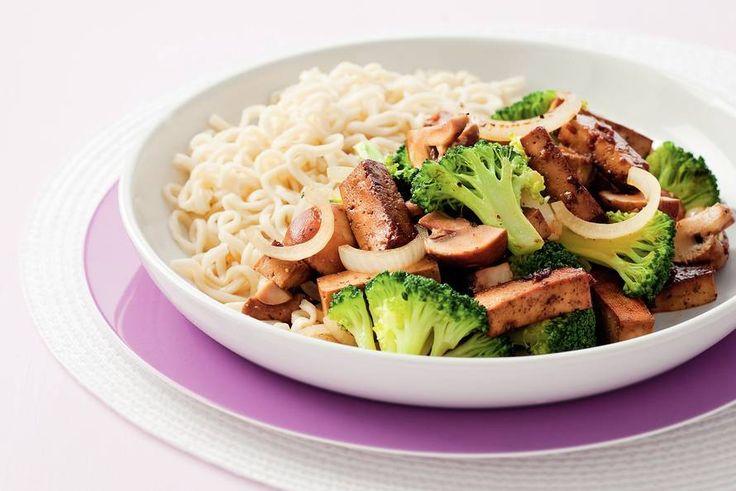 Kijk wat een lekker recept ik heb gevonden op Allerhande! Eiernoedels met groenten en tofu