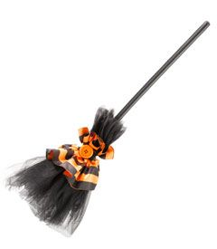 la-dee-dots witch broom         This black tulle broom is adorned with satin stripes and a big orange button...I wonder if I can make that