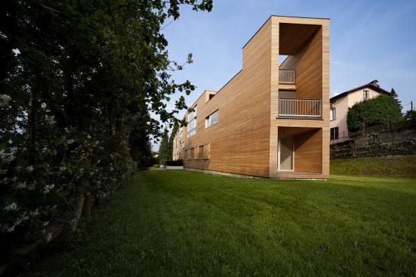 Drewniana elewacja wkolorze Orzech Włoski