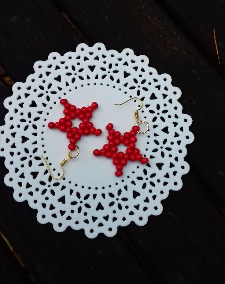 Náušnice+hvězdičky+červené+Ručně+šité+náušnice+z+dřevěných+kvalitních+korálků.+Krásný+vánoční+doplněk.