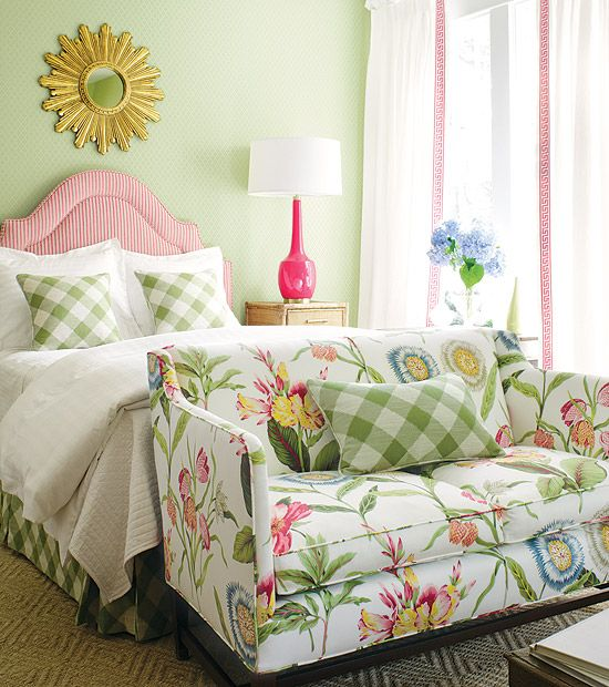 Small Cozy Bedroom For Girls Bewitching Pink Wallpaper In: Best 25+ Floral Couch Ideas On Pinterest