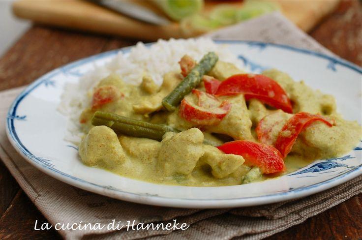 Pollo al curry e latte di cocco con verdure croccanti