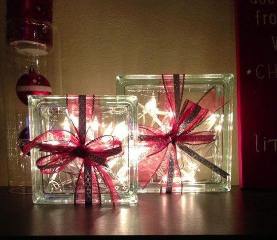 Bloques de vidrio decorados con motivos navideños