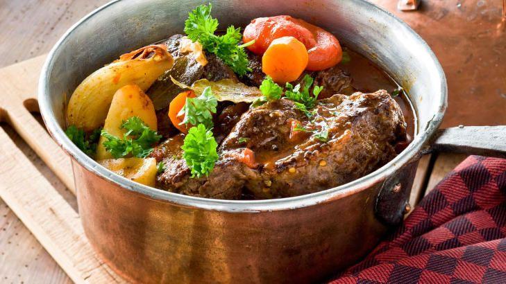 HERLIG SØNDAGSGRYTE: En gryterett med grønnsaker, mørt kjøtt og deilig saus. FOTO: ALL OVER PRESS