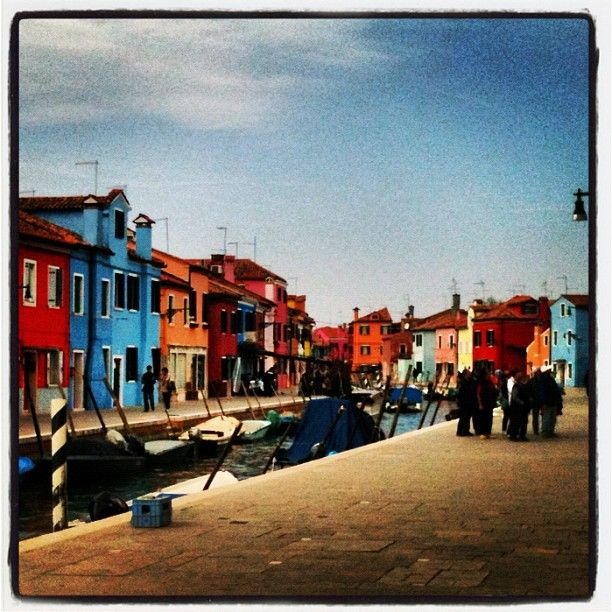 ..e poi tornammo a riveder le case colorate. Burano, dopo San Francesco del Deserto e Ammiana e Costanziaca, le isole sommerse da cui ha avuto origine Venezia.