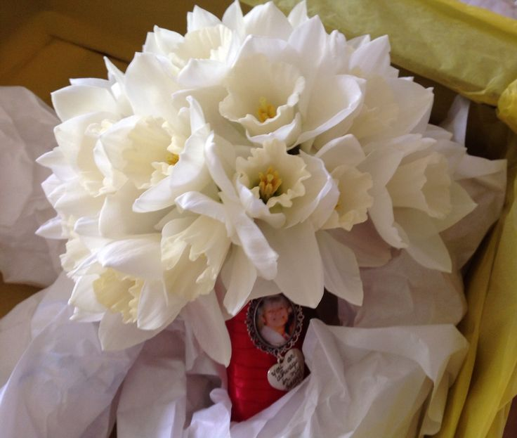 White daffodil bridal bouquet by No.1 for Flowers