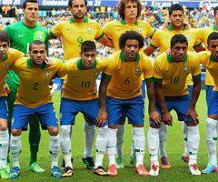 Los jugadores de la Selección de Brasil posan antes de un juego ante Francia en junio de este año.