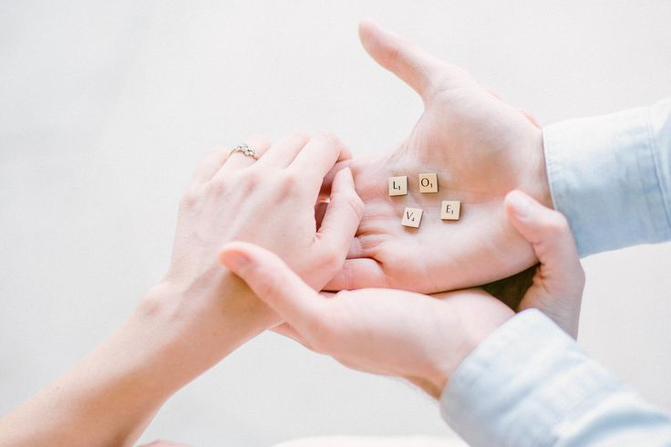 Love with scrabble game, engagement pictures in Paris, Noguchi engagement ring