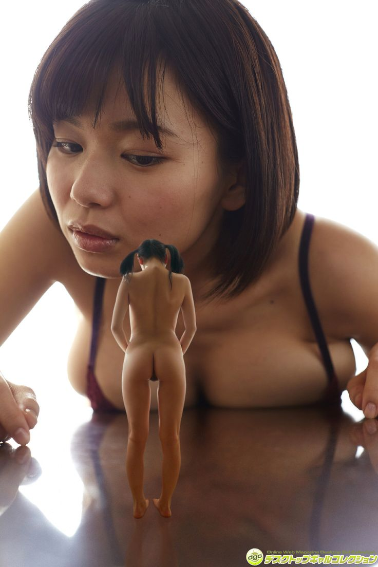 naked white women giantess