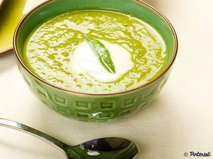 On fait léger ce soir avec une soupe au persil, au thym et au laurier :) => http://ow.ly/Lfm430aAqFP