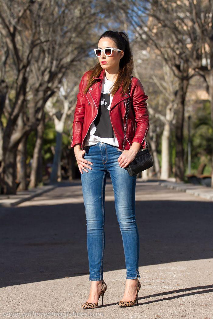 Chaqueta de Cuero Rojo, Stilettos de estampado leopardo y camiseta Yoko Ono | With Or Without Shoes - Blog Moda Valencia Tendencias