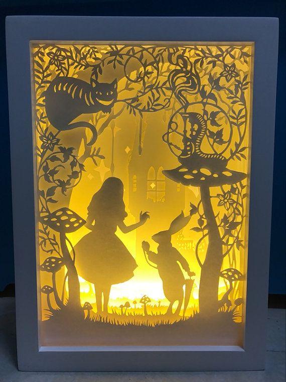 Alice im Wunderland Papier Schneiden Lichtkasten Nachtlicht Akzent Lampe Hochzeit Geburtstag Geschenk Idee Shadow Box Baby Kinderzimmer Mädchen Zimmer Dekor dreambox