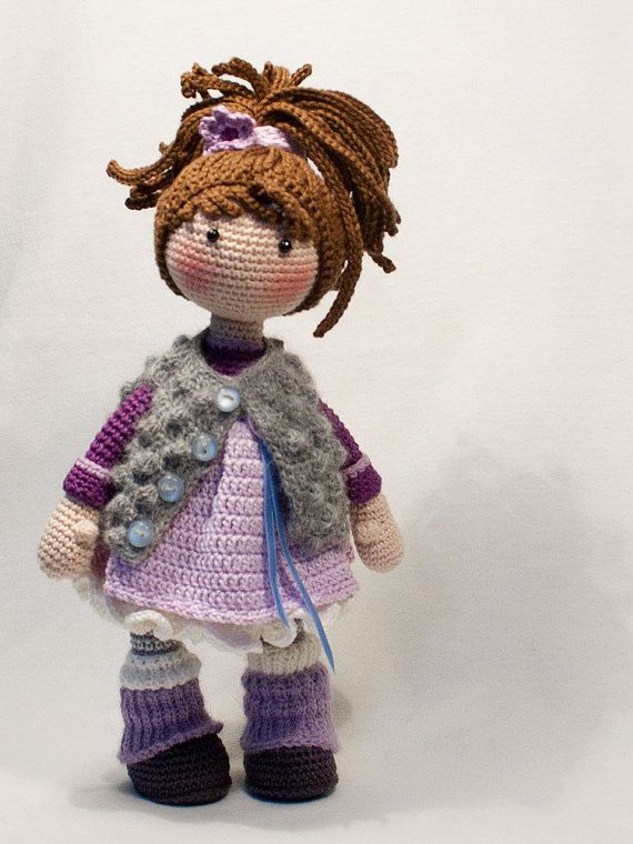 Please note: This listing is for a CROCHET PATTERN to make the pictured doll and NOT FOR A FINISHED ITEM This pattern is availabe in ENGLISH, DUTCH, FRENCH, SPANISH and GERMAN language. This listing is for an extensive PDF file which contains full instructions for crocheting and finishing off the doll MIA. The pattern contains a lot of detailed step-by-step photographs along with full pattern instructions and tips for crocheting, jointing and finishing neatly. Only the west and the scarf…