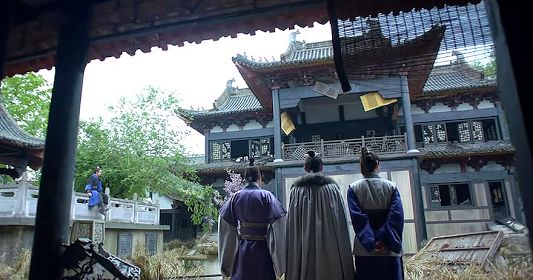 A rundown traditional Chinese garden residence - the one in the front should be a family opera stage (from Nirvana in Fire) https://plus.google.com/+Simplifyyourlifepluschina/posts/BdywFJVBHyA