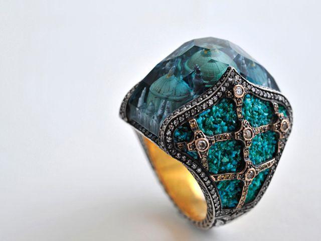 【ファンタジーたまらん】まるで魔法の指輪「宝石に閉じ込められた都市」その驚異の技工がヤバい   DDN JAPAN