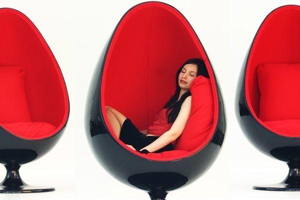 Fotel Egg Black & Red