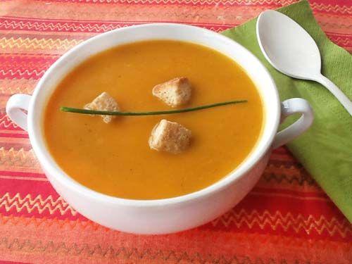 Para 4-5 personas: 1 patata mediana – 2 zanahorias - 1 tomate pequeño rojo y pelado – Media cebolla – 1 penca de apio - 1 bote pequeño de lentejas cocidas ...