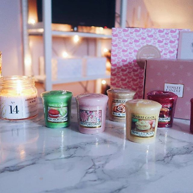 My room will smell like a traditional bakery thanks to these amazing yankee candles ! . I ordered these votives online @beautyandbobs My order came with a personal note, so sweet ! . #yankeecandles #candles #votives #yankeecandlesvotives #yankeevotives #roomdecor #homedecor #bedroom #decorations #smellslikeabakery #macarontreat #vanillacupcake #painauraisin #rhubarbcrumble #sugarcookie #tartetatin #beautyandbobs #webshop #belgium #igers #vsco #vscocam #canon