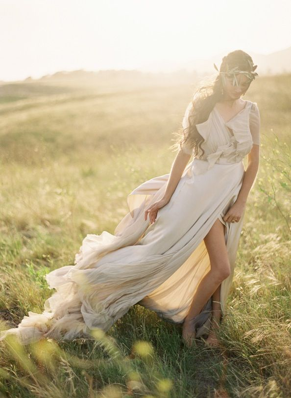 This dress is just amazing! And the picture! Greek Goddess photo session. Grecian Wedding Inspiration from OnceWed