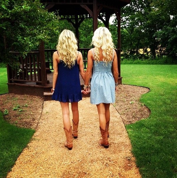 Best Friend photo shoot! Need to do this(: