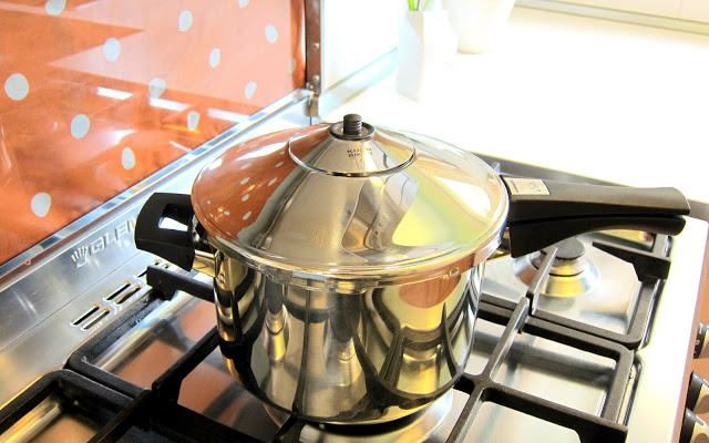 Pressure Cooker Review: Kuhn Rikon Duromatic – Excellent.  Feb 2012  ♥ hip pressure cooking. Note: Approx. $175