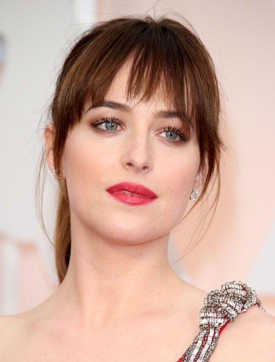 Dakota Johnson, 2015 Oscars, soft smokey eyes + rosy lips