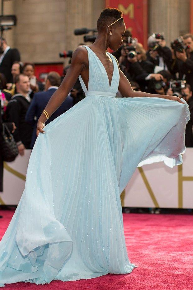 Vestido azul: 14 modelos que fizeram história no Oscar