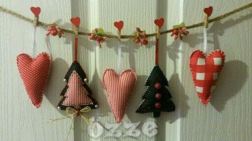 #felt #feltro #handmade #handmadewithlove #christmas #redandwhite #love #instahandmade #instalove #hearts #instaheart #instafelt #like4like #gift #keçe #elemegi #elişi #yeniyıl #yılbaşı #yılbaşıhediyesi #hediye #kapısüsü #kalp #mandal #özze