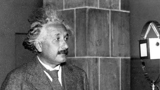 9 Albert Einstein Quotes That Are Totally Fake Matt Novak 3/14/14 Today would have been Einstein's 135th birthday, and to celebrate, we have nine quotes incorrectly attributed to Einstein that you may have seen swirling around the internet lately. They're all fake.