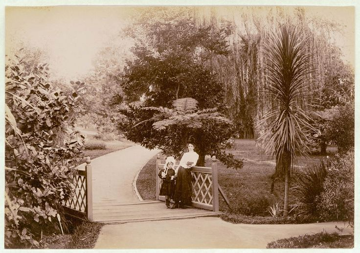 Botanical Gardens, Sydney, 1900-1910. PXE 711 / 447.  http://acmssearch.sl.nsw.gov.au/search/itemDetailPaged.cgi?itemID=413761