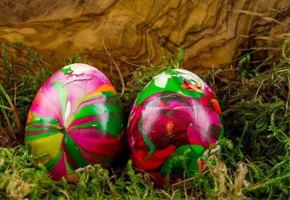 Покраска яиц лаком для ногтей-варианты