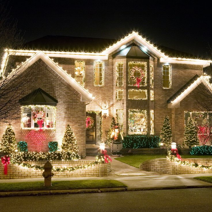 exterior christmas light display - Traditional Outdoor Christmas Decorations