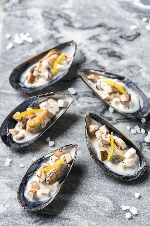 INGREDIENTS BY SAPUTO | Impromptu dinner party? Here's a quick and easy seafood recipe to wow your guests. Our mussels with cremini mushrooms and cream sauce are the perfect idea for carefree entertaining. Serve with French fries and white wine for a dinner that's both casual and chic.