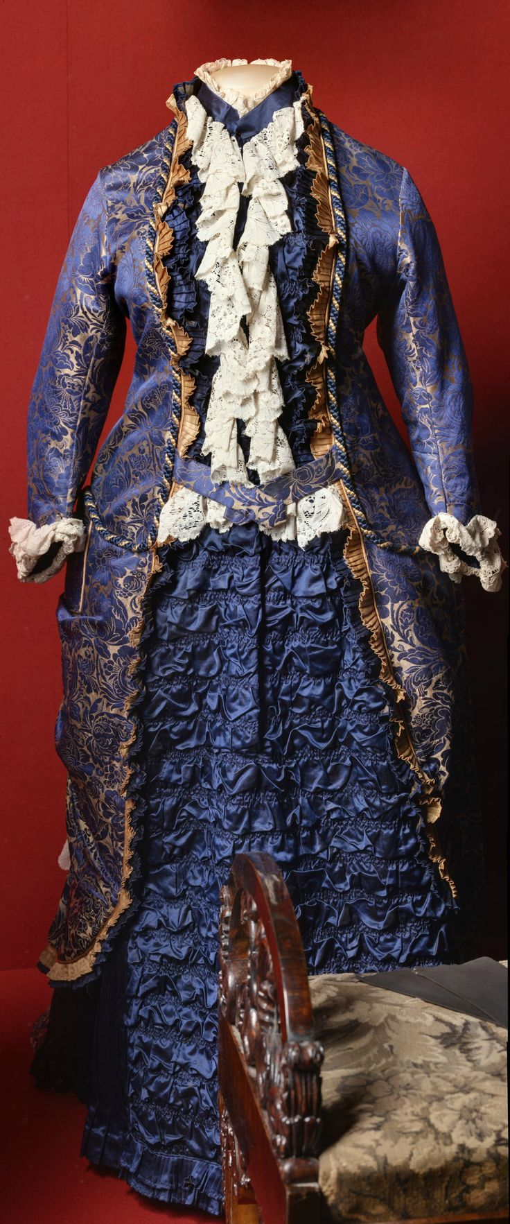Business dress belonging to lady-in-waiting Princess Tatiana Yusupova, western Europe, 1876-77. Satin brocade, satin, silk cord, tatting. The State Hermitage Museum (link: http://www.hermitage.guide/costume/costume1.html). CLICK FOR LARGER IMAGE.