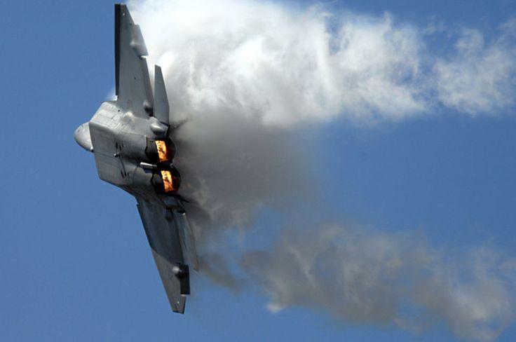 Najnowocześniejsze myśliwce świata po raz pierwszy zostały użyte w walce. Po dziewięciu latach od oficjalnego przyjęcia do służby Pentagon zdecydował się u...