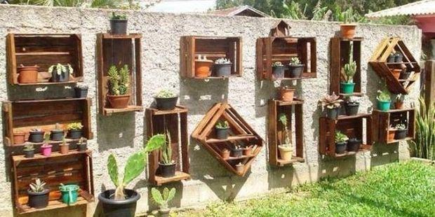 vertical-pallet-garden-grey-wall-lawn-creative-diy-succulents-decoration