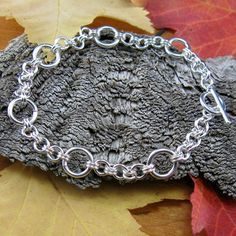 Bubble Jump Ring Chain. Free Step-by-Step Instructions.  Visit the website for step-by-step instructions, kits and supplies.