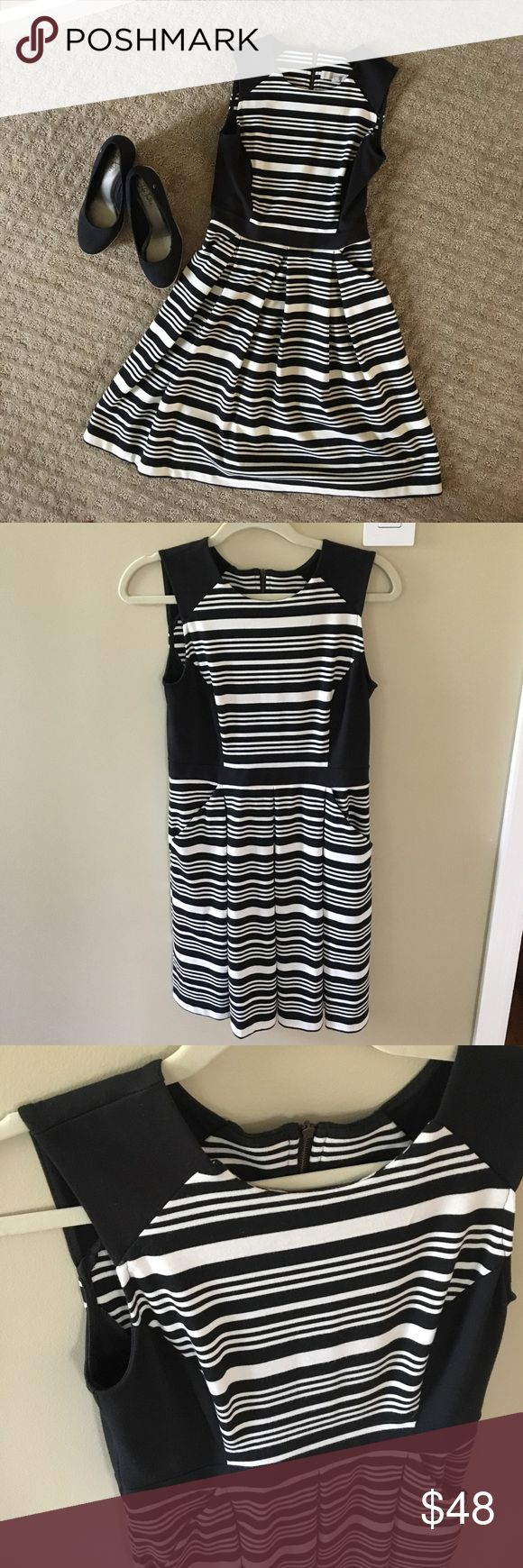 Striped LOFT dress Worn only a handful of times, black and off white LOFT dress in size 0. Adorable zipper on back and side pockets!! LOFT Dresses Midi