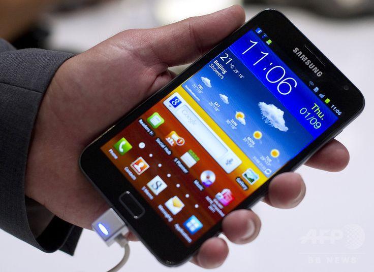 ドイツ・ベルリン(Berlin)で開かれた欧州最大の国際家電見本市「IFA」で発表されたサムスン電子(Samsung Electronics)の「ギャラクシーノート(Galaxy Note)」(2011年9月1日撮影、資料写真)。(c)AFP/ODD ANDERSEN ▼2Aug2014AFP|マイクロソフトがサムスン電子を提訴、特許使用料で契約違反 http://www.afpbb.com/articles/-/3022124 #Galaxy_Note