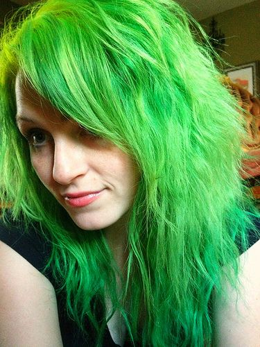 Cant help but post a good green hair job when I see it ;) tehre are jsut so few now!